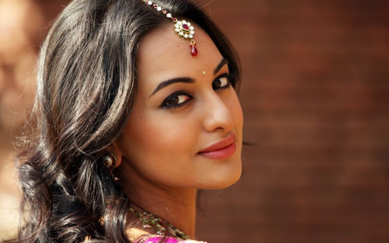 PRACHI DESAI bollywood actress model babe (30) wallpaper
