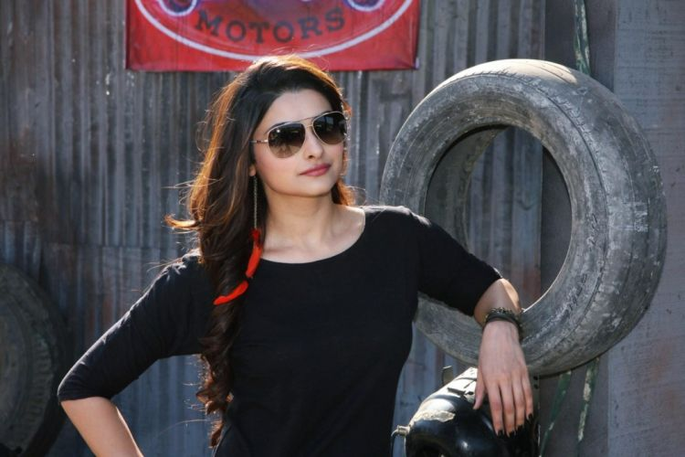 PRACHI DESAI bollywood actress model babe (35) wallpaper