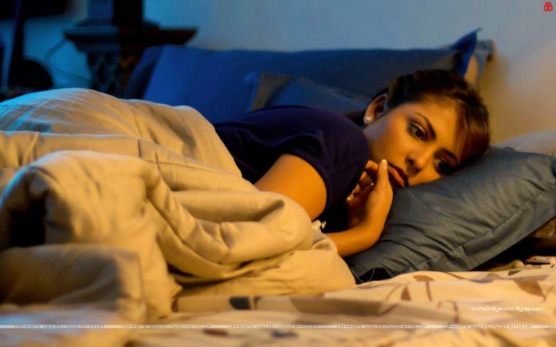 MADHU SHALINI bollywood actress model babe (4) wallpaper