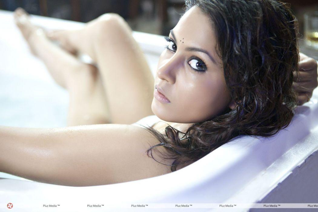 MADHU SHALINI bollywood actress model babe (7) wallpaper