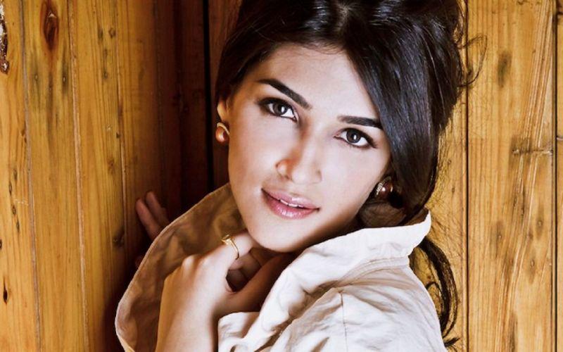 KRITI SANON bollywood actress model babe (3) wallpaper