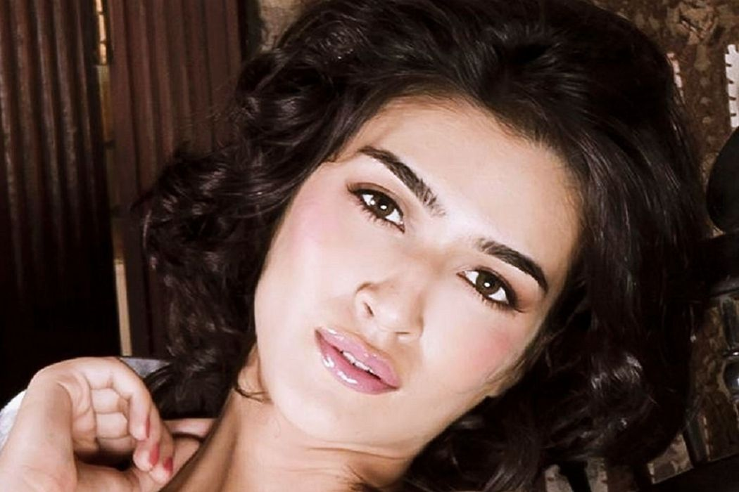 KRITI SANON bollywood actress model babe (36) wallpaper