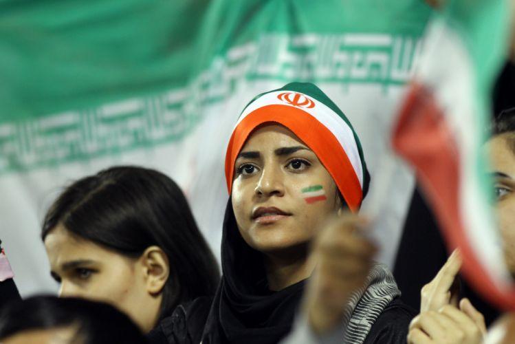 IRAN soccer cheerleader babe wallpaper