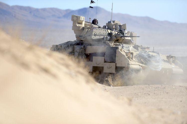 BRADLEY FIGHTING VEHICLE (bfv) apc tank tanks transport weapon military (2) wallpaper