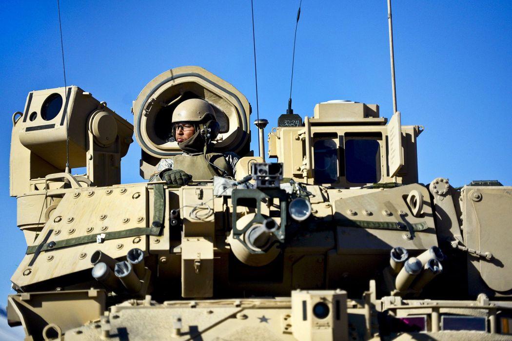 BRADLEY FIGHTING VEHICLE (bfv) apc tank tanks transport weapon military (18) wallpaper