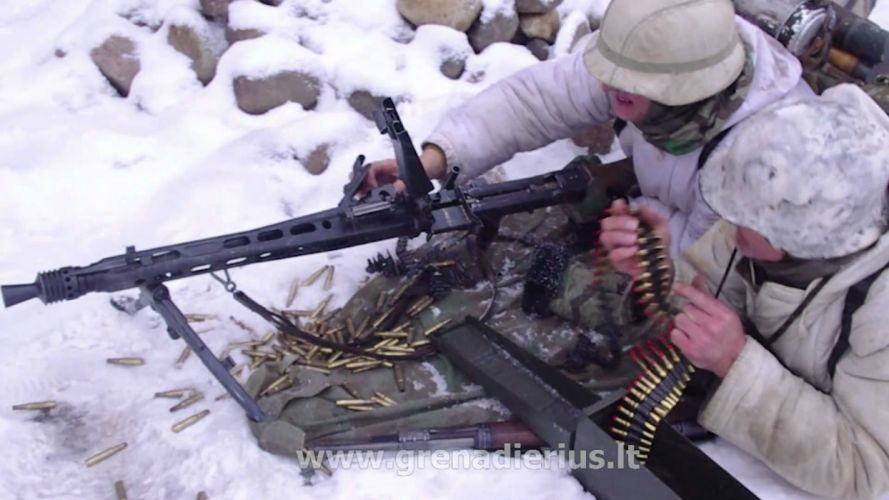 MG42 machine gun weapon military germany ww2 wwll (19) wallpaper