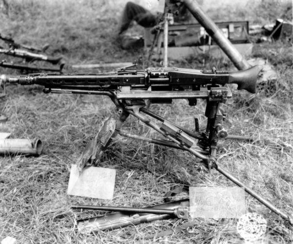 MG42 machine gun weapon military germany ww2 wwll (28) wallpaper