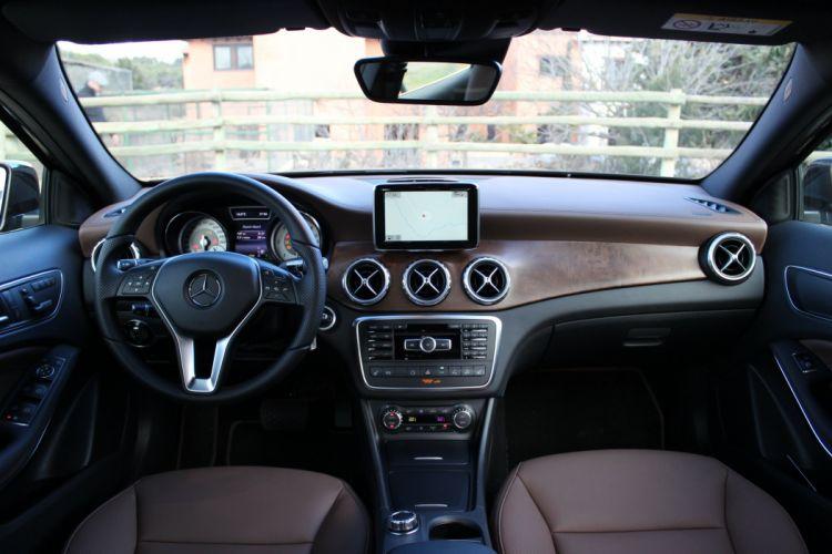 2014-Mercedes-GLA-220-DCI wallpaper
