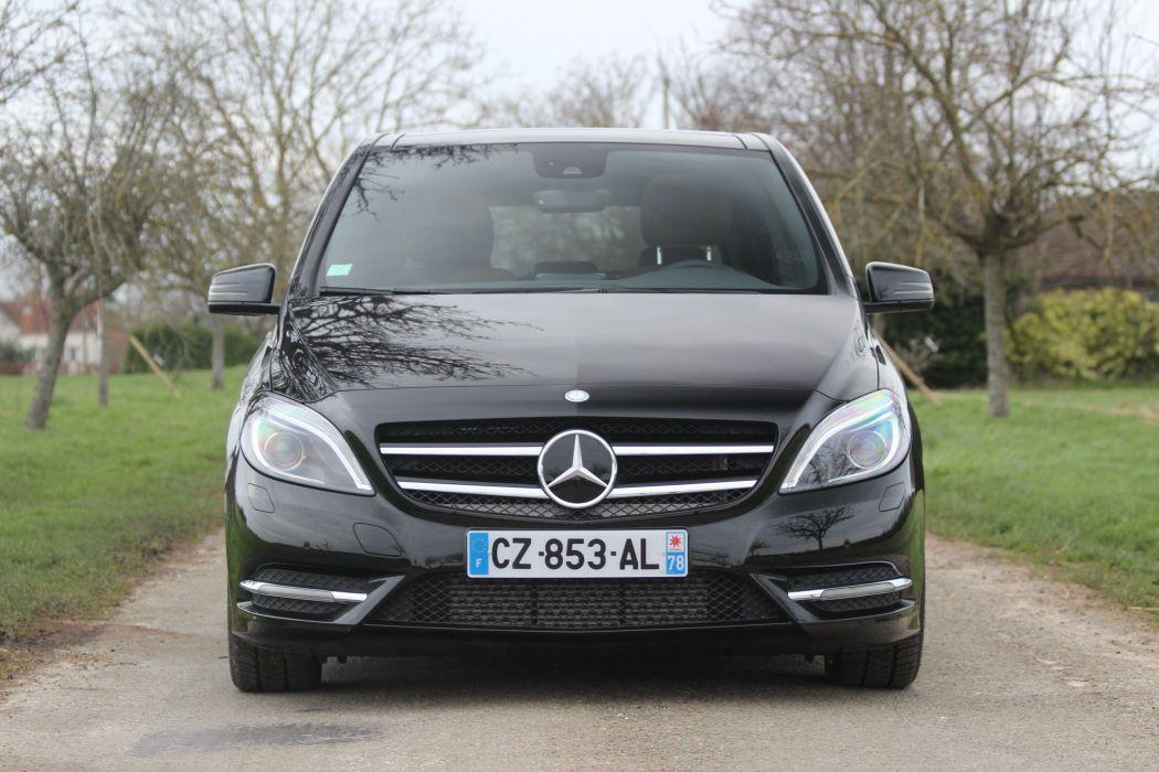 Mercedes-Classe-B220-4Matic wallpaper