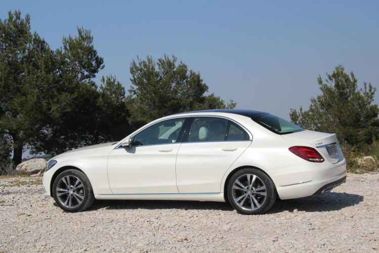 2014-Mercedes-Classe-C200 wallpaper