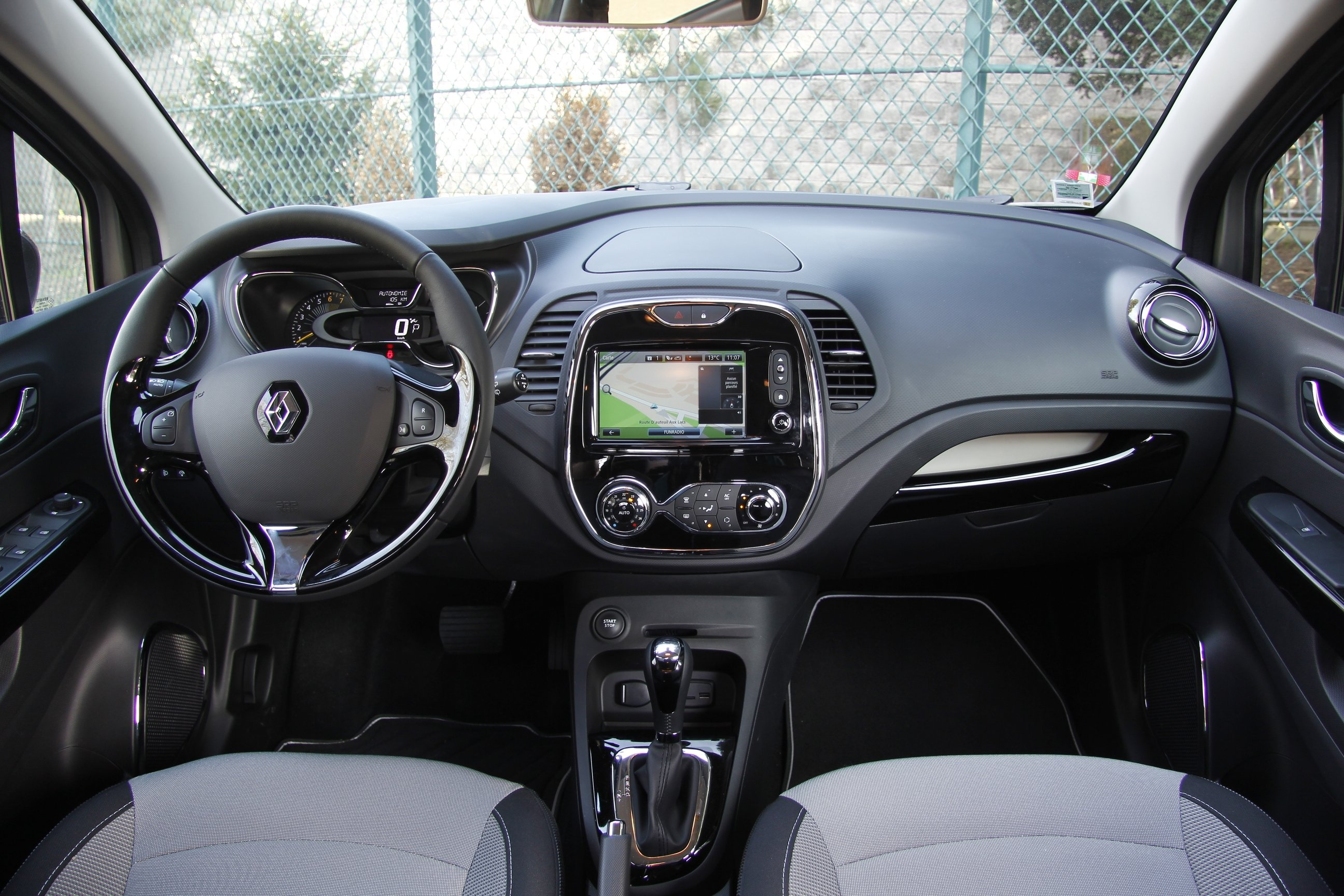 2014 renault captur 1 2 tce 120 intens edc wallpaper 2592x1728 369166 wallpaperup. Black Bedroom Furniture Sets. Home Design Ideas