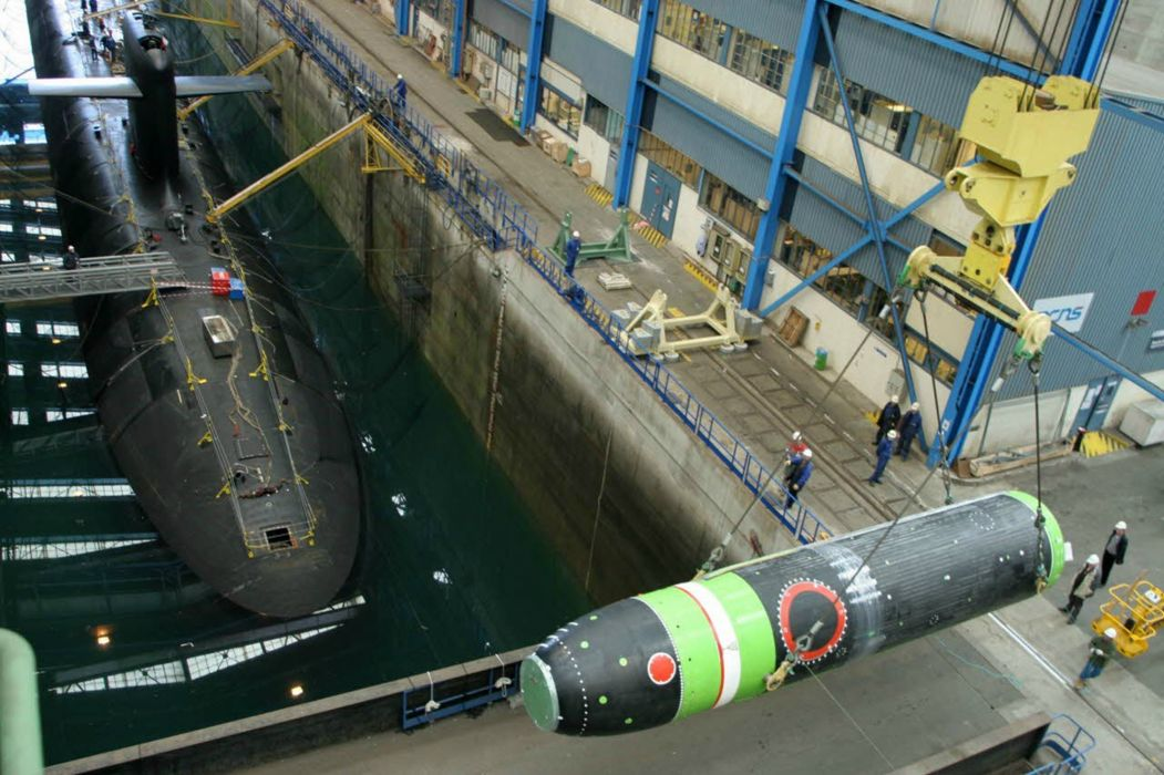 ICBM misile wepons nuclear submarine France wallpaper