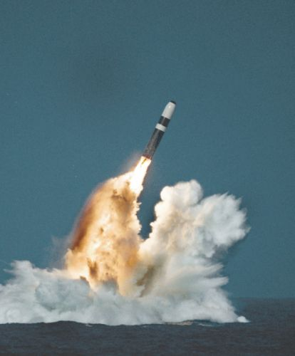 Trident-II ICBM misile wepons nuclear submarine (1) wallpaper