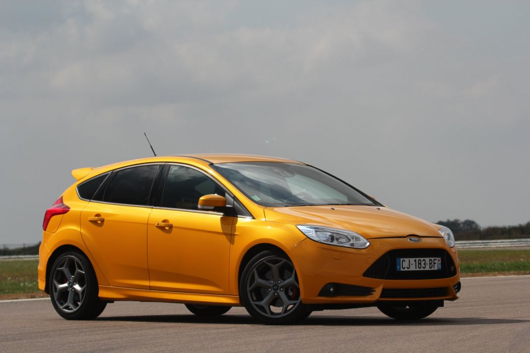 Ford-Focus-ST-2013 wallpaper