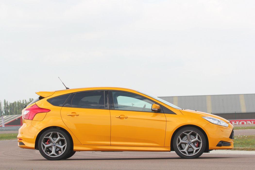 Ford-Focus-ST-2013 wallpaper