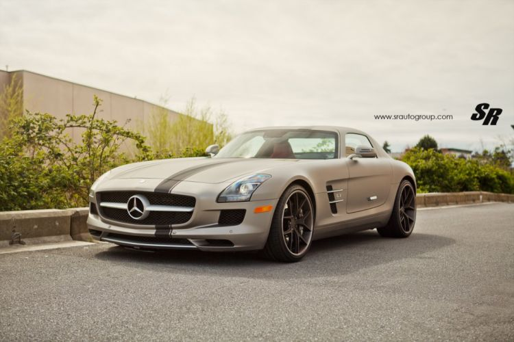 Mercedes-SLS wallpaper