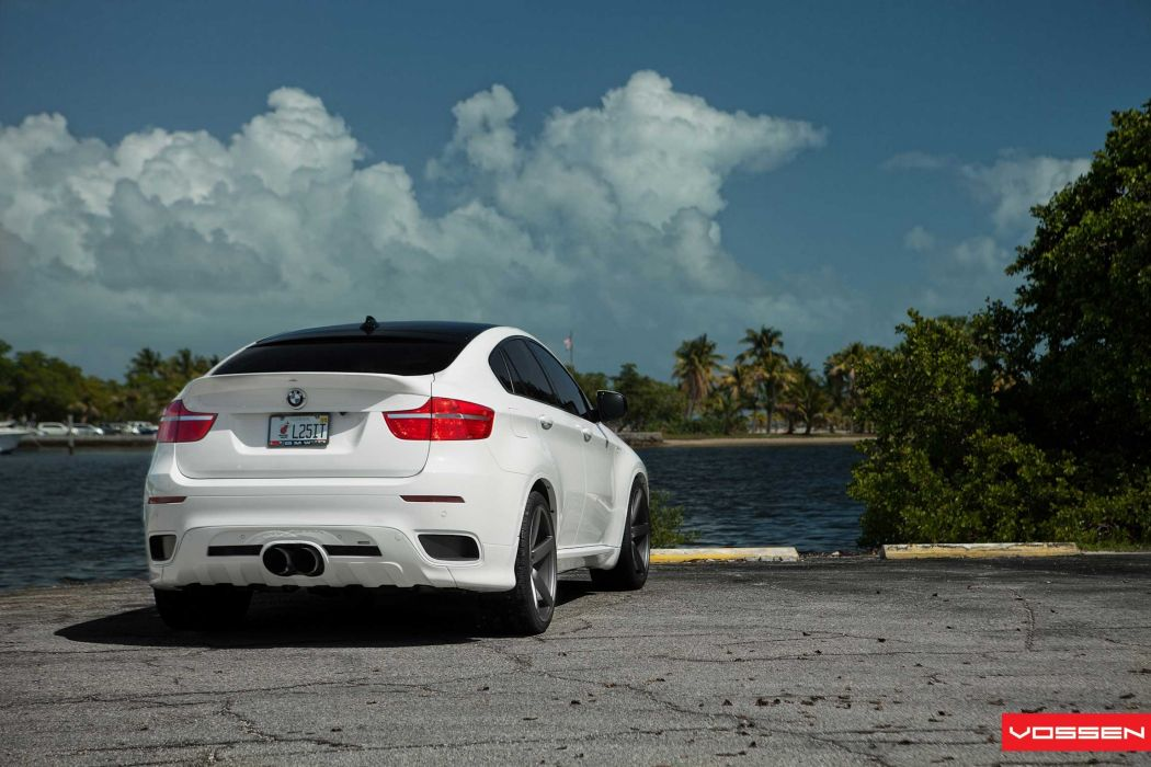 BMW-X6 wallpaper