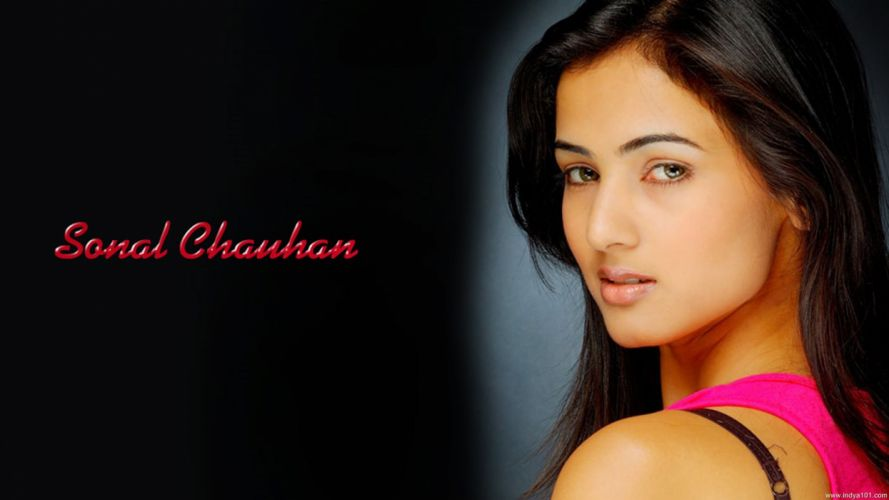SONAL CHAUHAN bollywood actress model babe (6) wallpaper