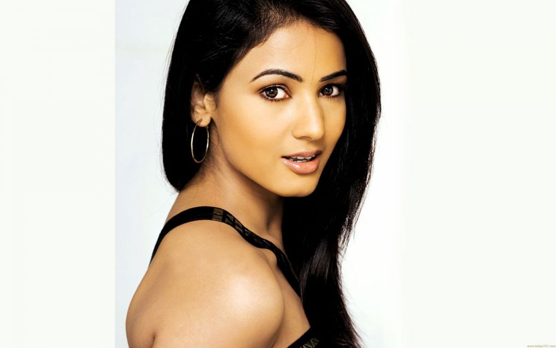 SONAL CHAUHAN bollywood actress model babe (8) wallpaper