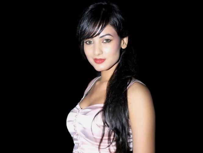 SONAL CHAUHAN bollywood actress model babe (11) wallpaper
