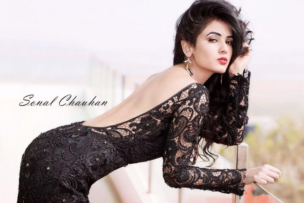 SONAL CHAUHAN bollywood actress model babe (16) wallpaper