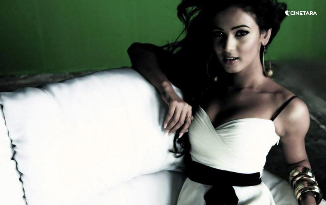 SONAL CHAUHAN bollywood actress model babe (24) wallpaper