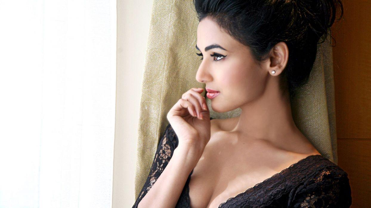 SONAL CHAUHAN bollywood actress model babe (29) wallpaper