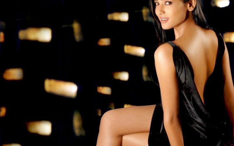 SONAL CHAUHAN bollywood actress model babe (32) wallpaper