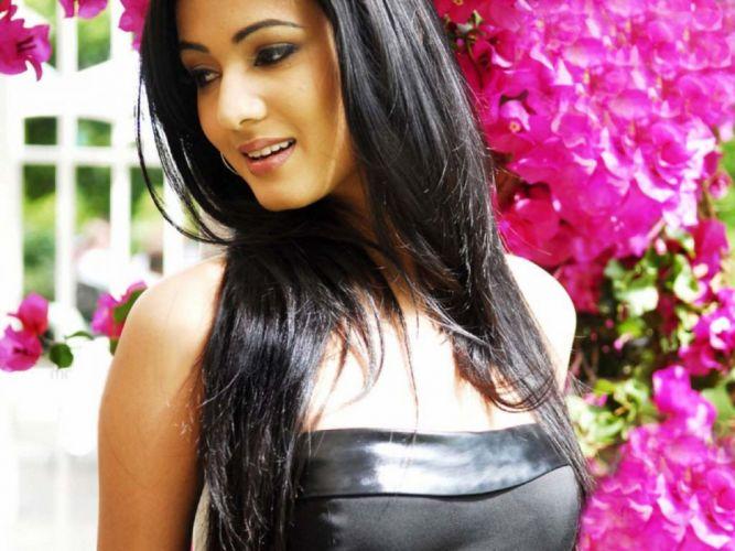 SONAL CHAUHAN bollywood actress model babe (34) wallpaper