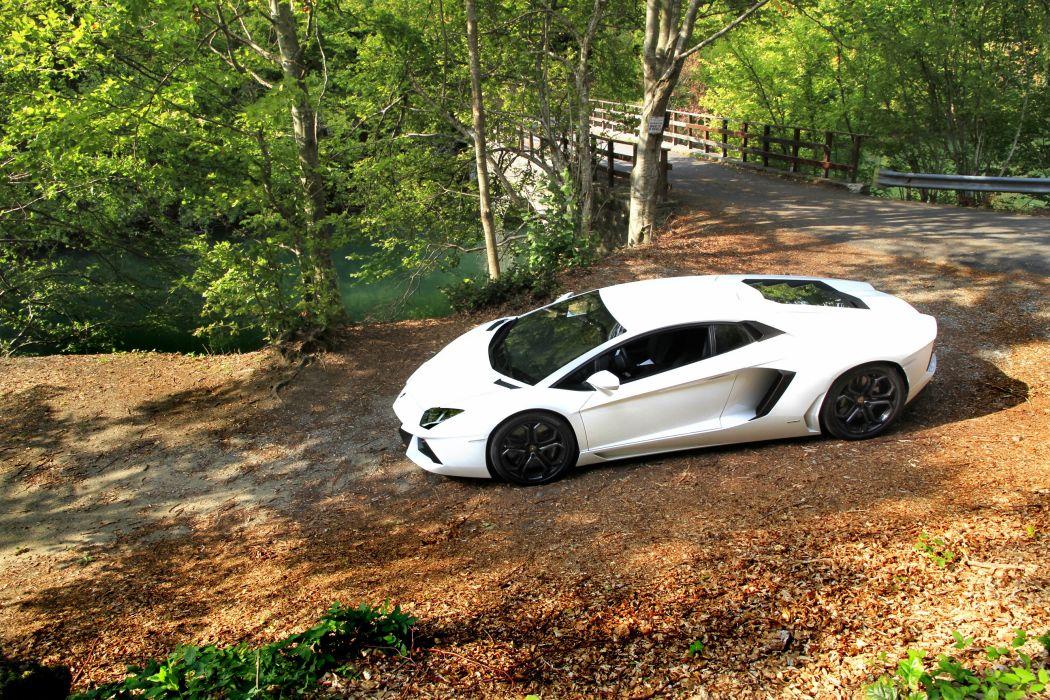 Lamborghini-Aventado wallpaper