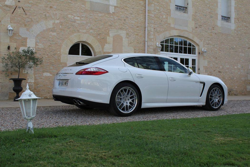 2011-Porsche-Panamera-Hybrid wallpaper