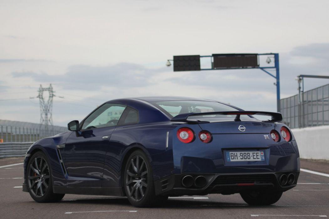 2011-Nissan-GTR wallpaper