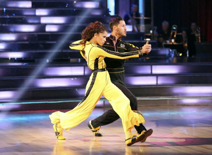 DANCING-WITH-THE-STARS family gameshow dance music stars dancing series competition (11) wallpaper