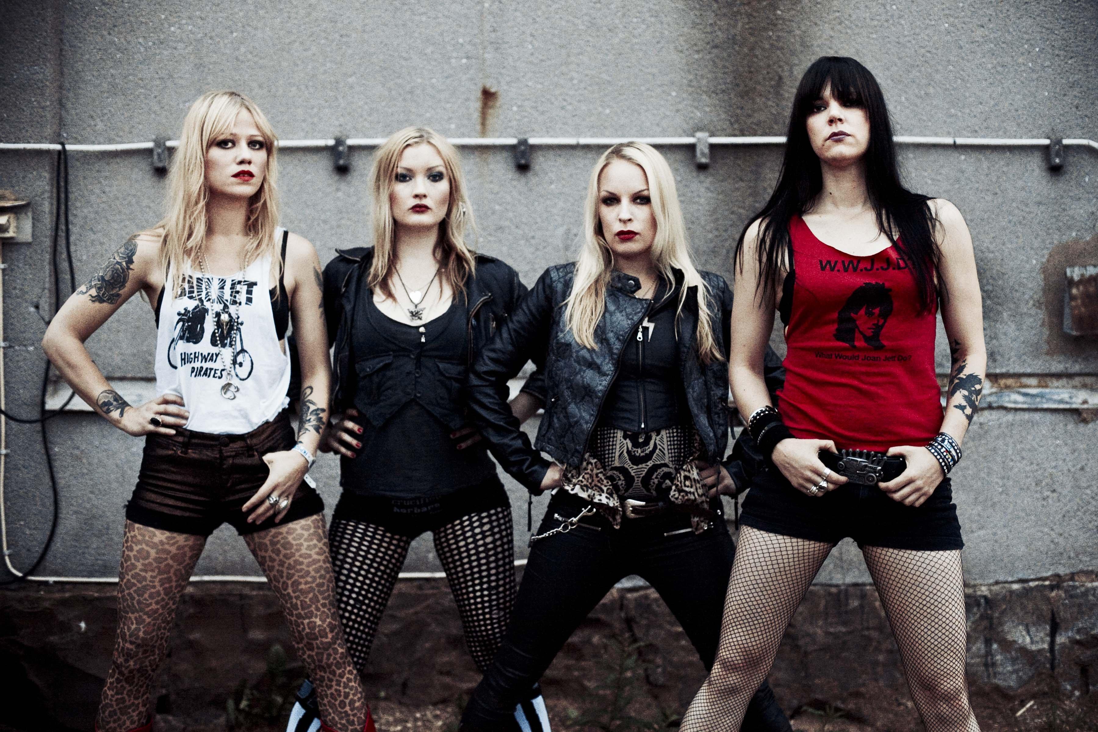 Фото девушек из метал-групп
