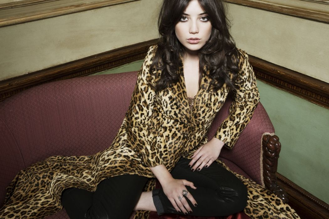 DAISY LOWE fashion model babe (28) wallpaper