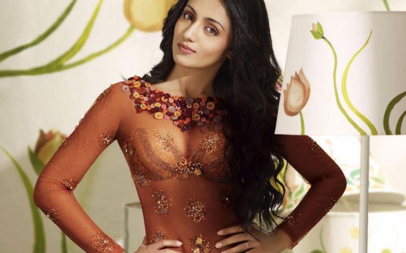 PRIYA ANAND bollywood actress model babe (16) wallpaper