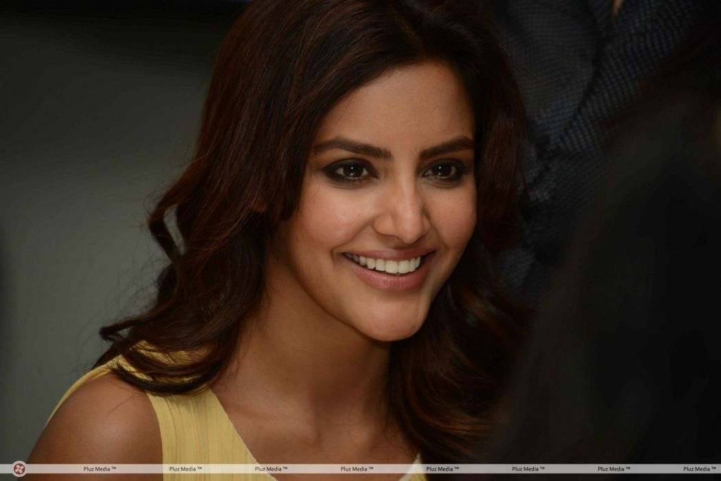 PRIYA ANAND bollywood actress model babe (24) wallpaper