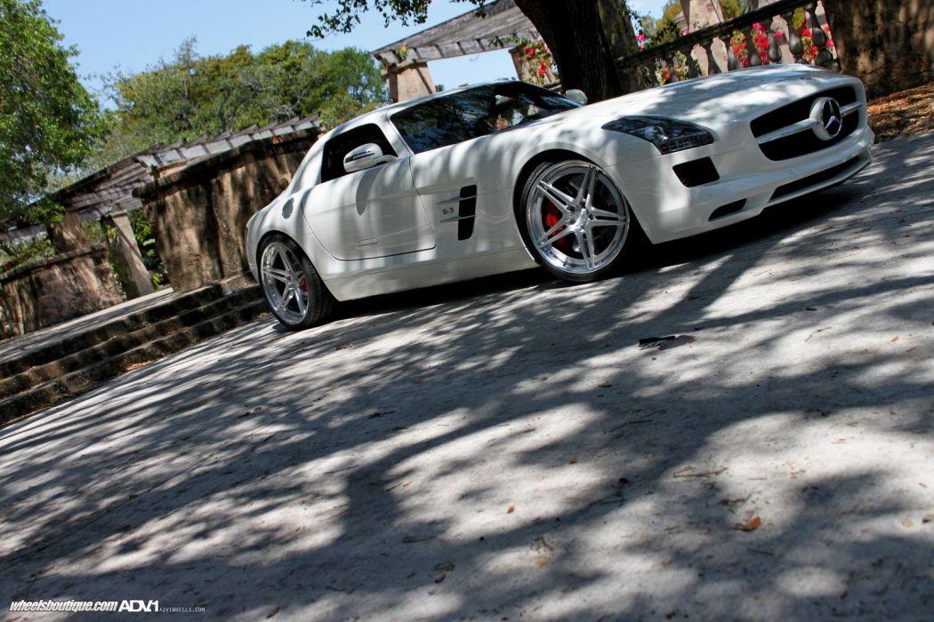 Mercedes-SLS-AMG wallpaper