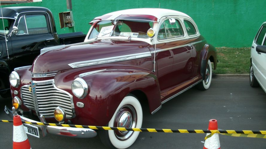 1941 Chevrolet Deluxe Business Coupe wallpaper