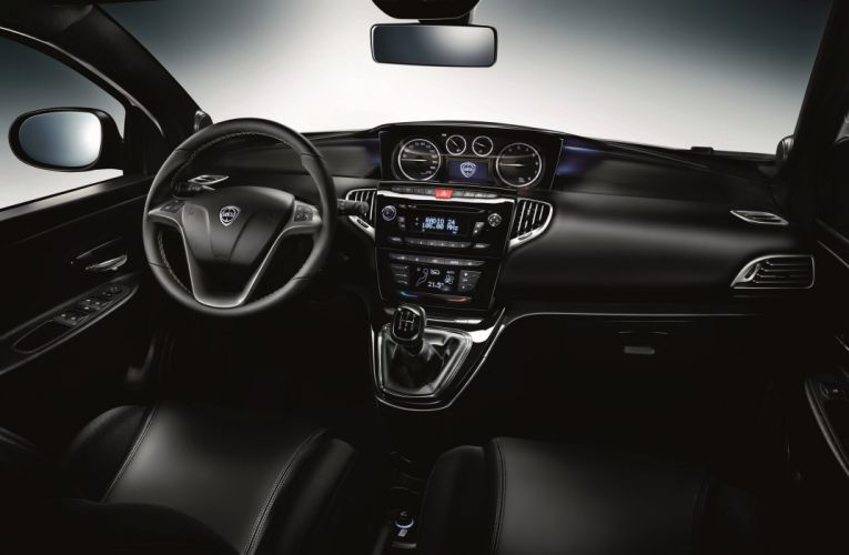 2011-Lancia-Ypsilon wallpaper