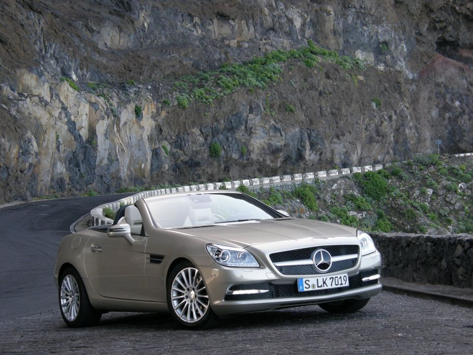 2011-Mercedes-SLK-250 wallpaper