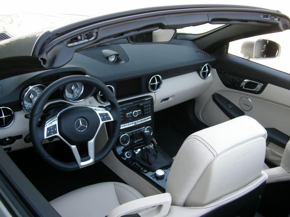 2011-Mercedes-SLK-250 wallpaper