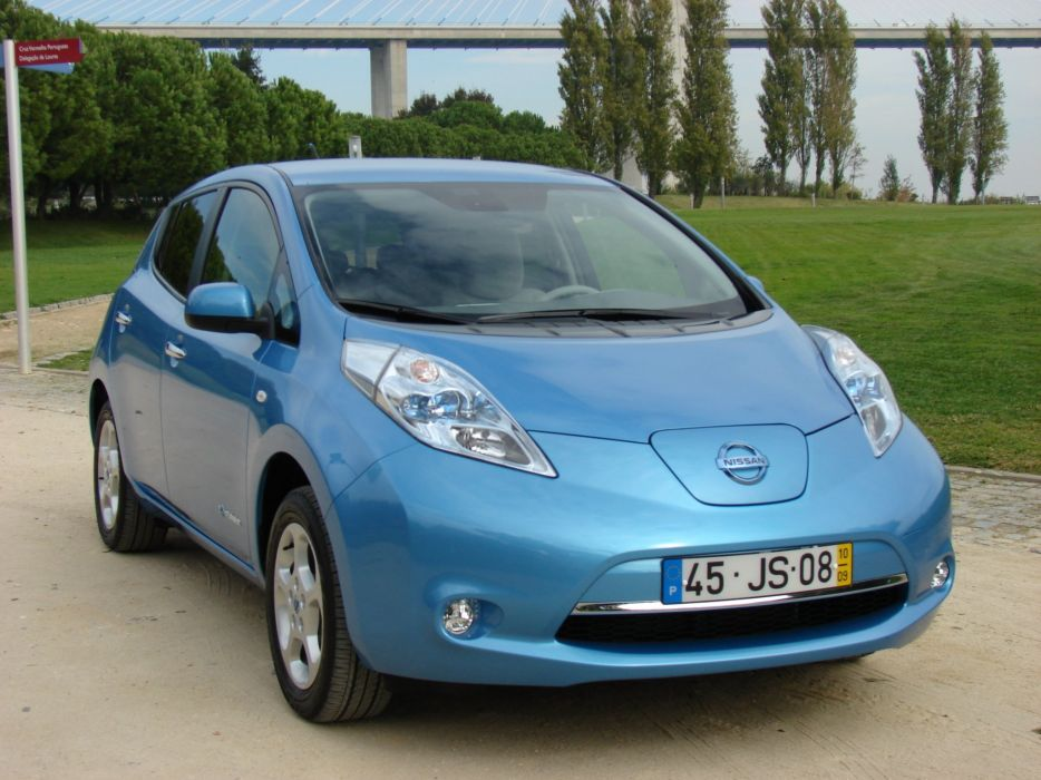 2010-Nissan-LEAF wallpaper