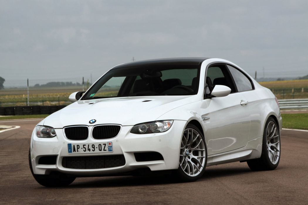 2010-BMW-M3-E92 wallpaper