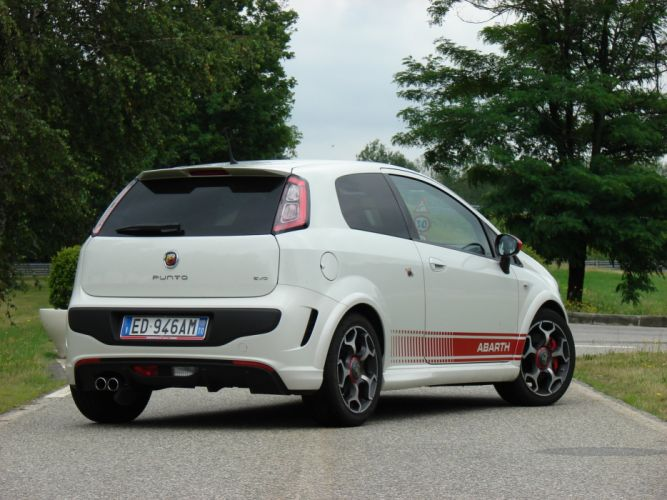 2010-Abarth-Punto-Evo wallpaper