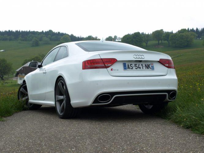 2010-Audi-RS5 wallpaper
