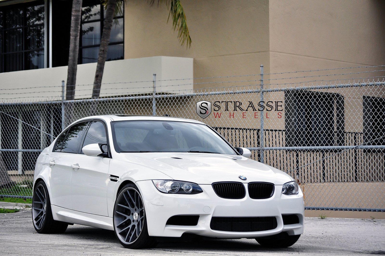 bmw e90 strasse tuning wheels m3 white wallpaper 1600x1063 391207 wallpaperup. Black Bedroom Furniture Sets. Home Design Ideas
