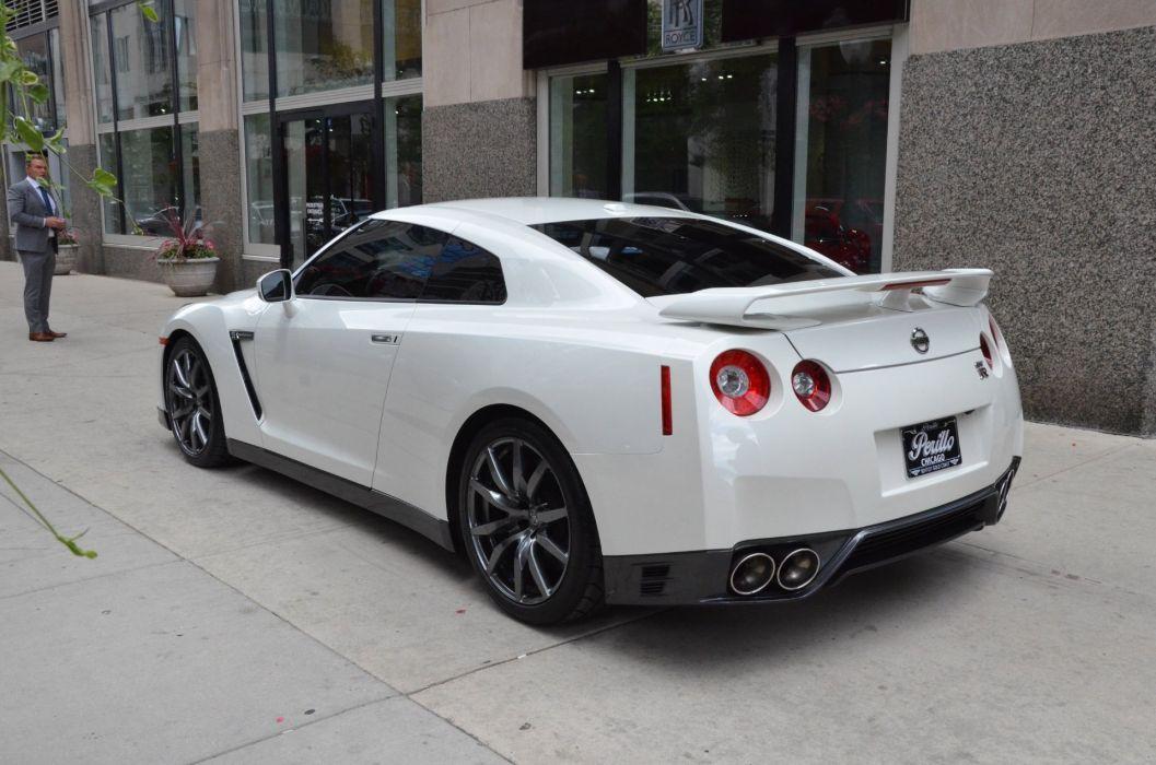 2014 Nissan GTR Coupe White Japan Sportcar Supercars Wallpaper