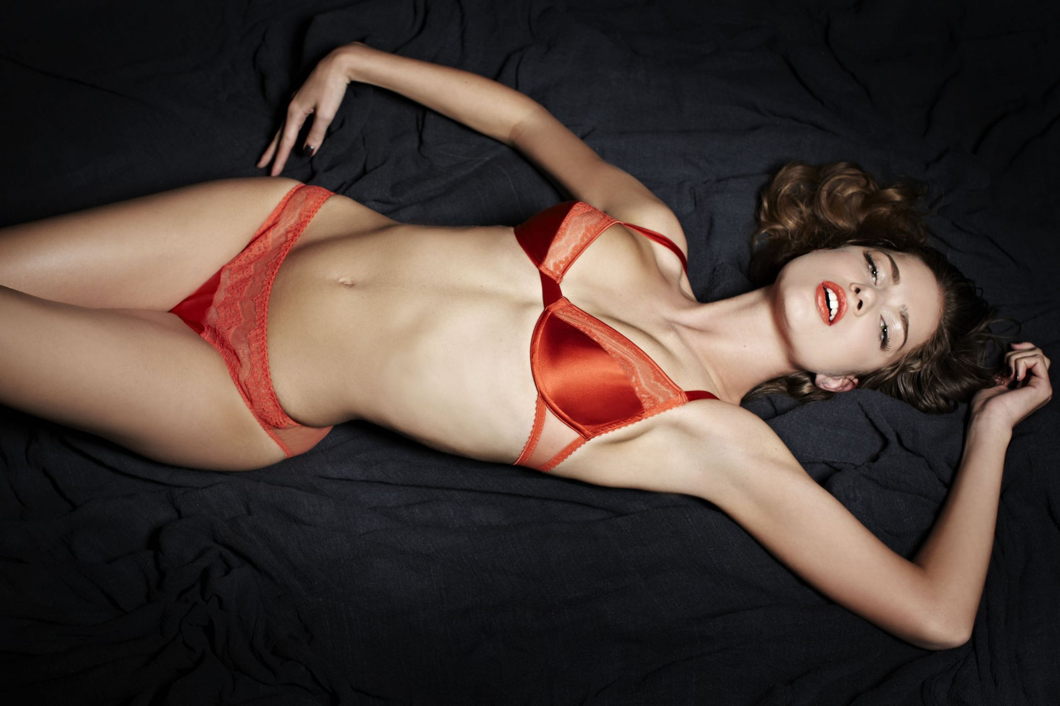 Kelly Brook English Glamour Model Erotic Photos Of Celebrities And Sexy Actresses