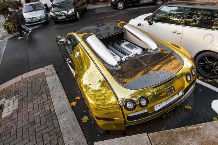 bugatti veyron Wrap Vinyl chrome or wallpaper